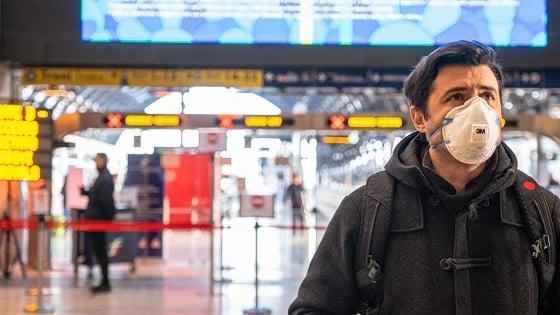 Traveler in Milan wears mask